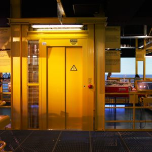 Astralift | Offshore platform met een lift