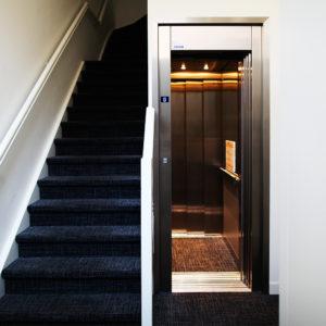 Astralift | Combinatie pand – Winkel/appartementen – hele kleine lift